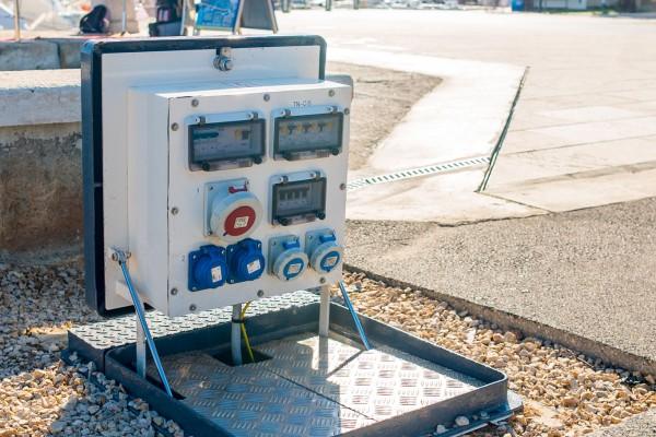 Priključni energetski ormar na zakretanje